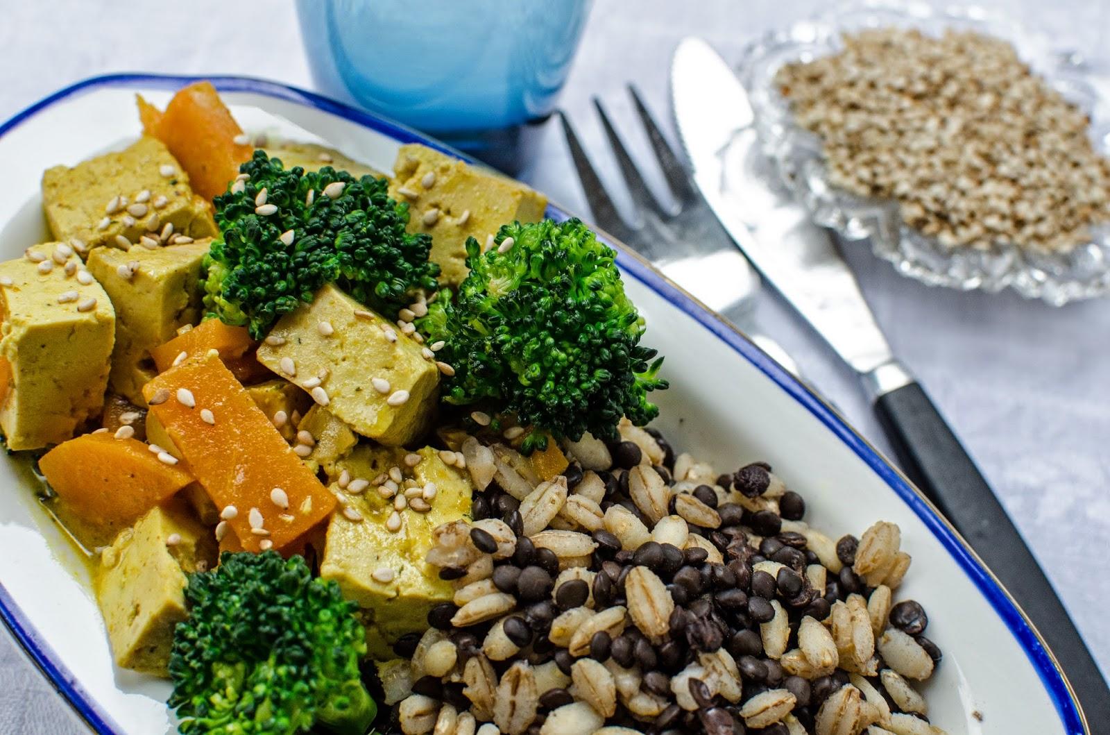 Currygryta med tofu och belugalinser