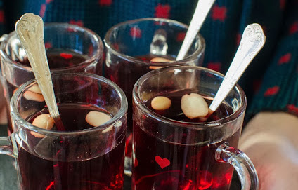Egen glögg på äppeljuice och granatäppeljuice