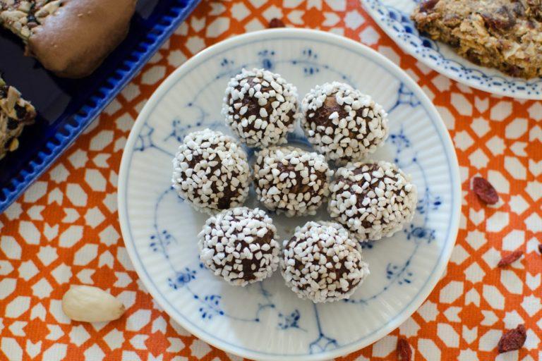 Chokladbollar på ghee och kokossocker