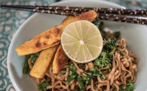 Nudlar med broccoli och quorn