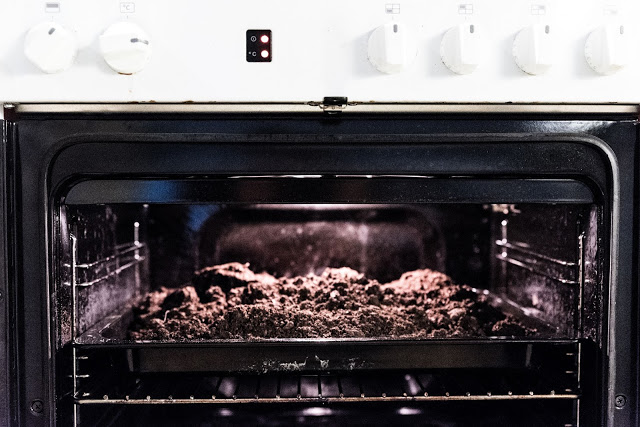 Sterilisera jord i ugn