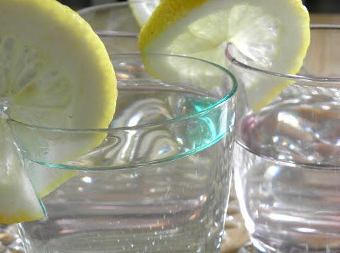 Saft på fläderblommor och citron