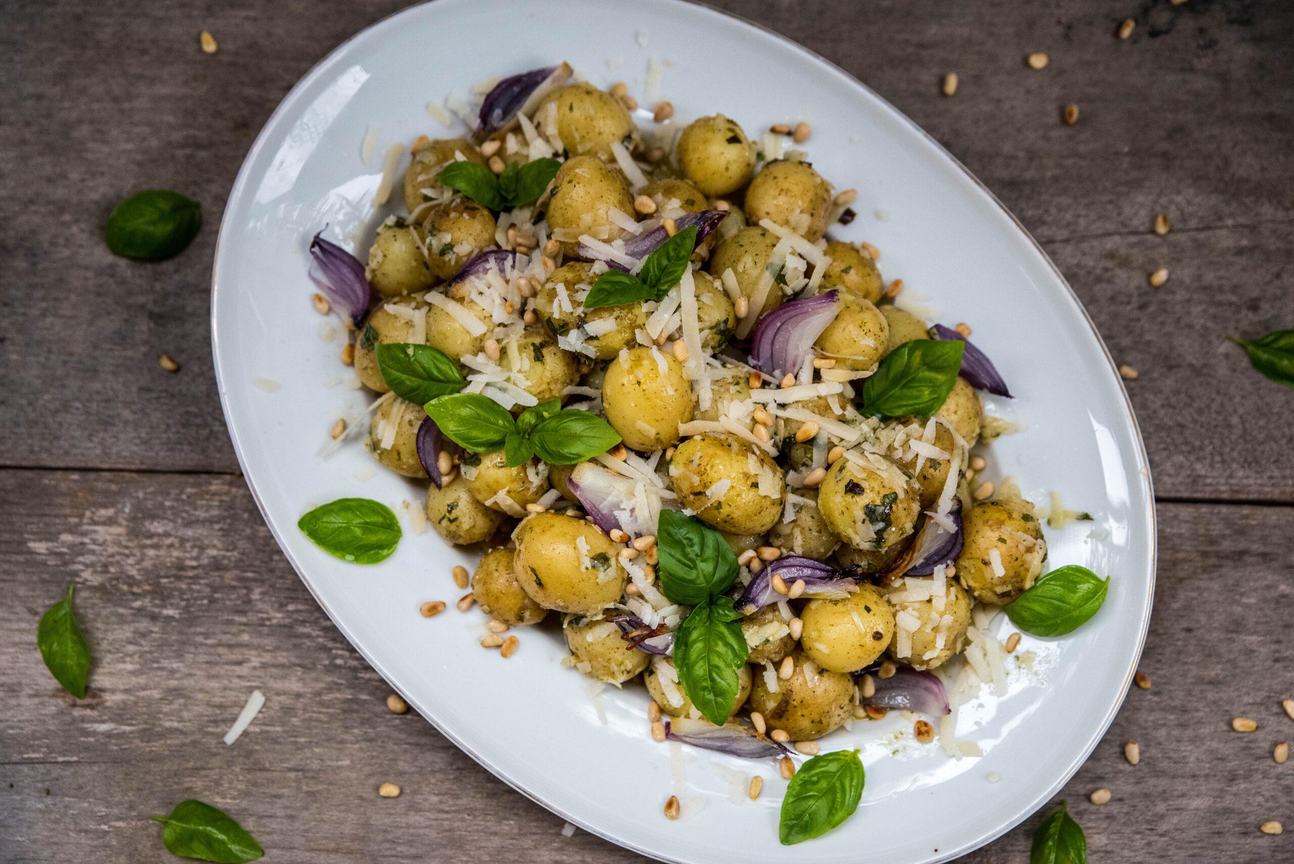 Potatissallad med basilika och parmesan