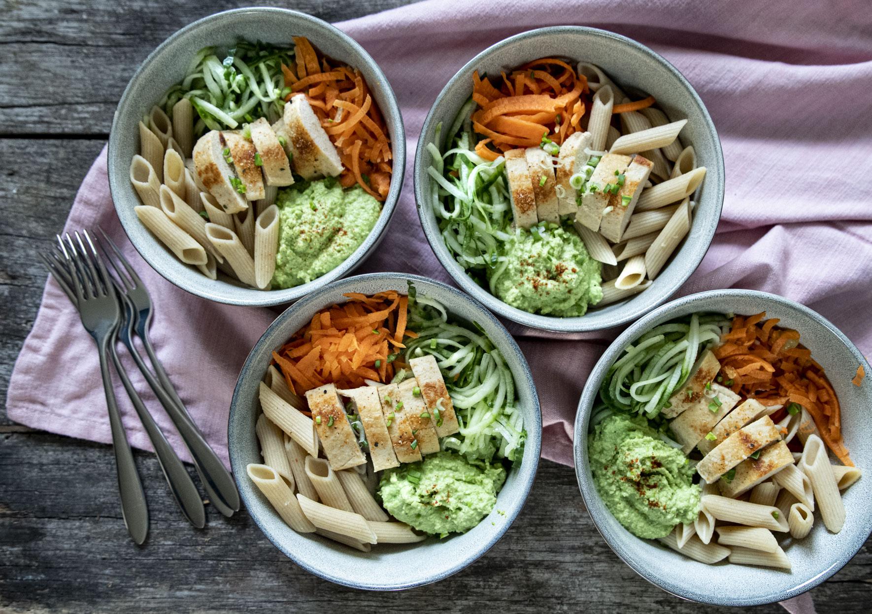 Bowl – pasta, quorn och bondbönshummus