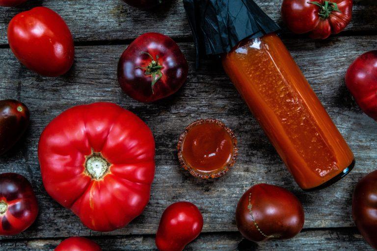 Ketchup från grunden, gjord av egenodlade tomater