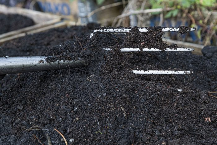 Jord blandat med biokol