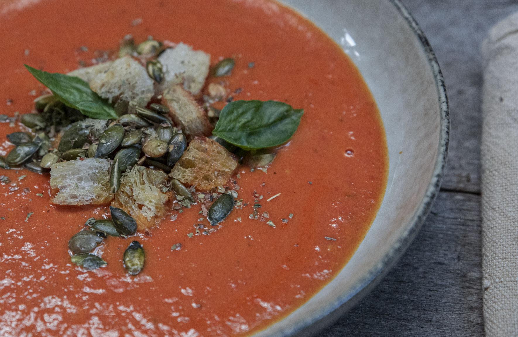 Enkel tomatsoppa på färska tomater