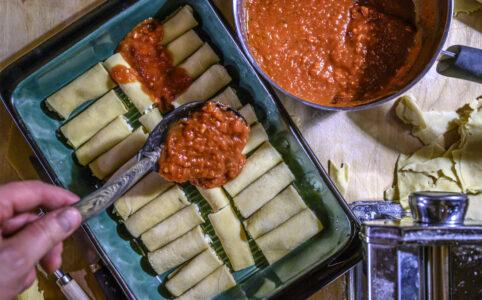 Tomatsås över cannelloni